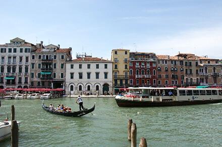 イタリア ベネツィア 水路の風景