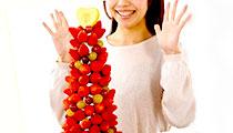 凄いインパクト!苺タワーで誕生日パーティーをサプライズに演出!