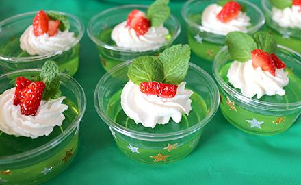 クリスマスっぽいグリーンのゼリー クリスマスパーティーのアイデア料理
