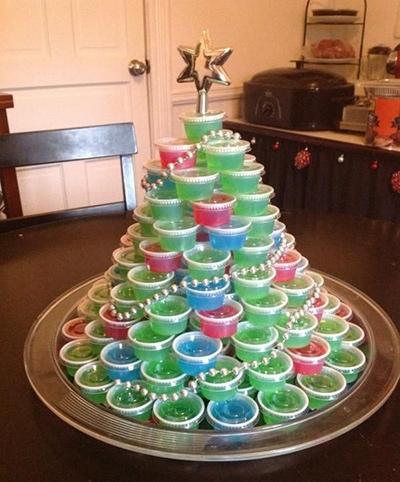 デザートカップのツリー クリスマスパーティーのアイデア料理