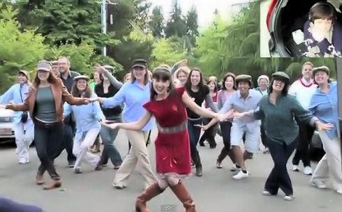 フラッシュ モブ と は 日本のフラッシュモブ動画【100選】