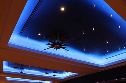 シェラトン・グランデ・トーキョーベイ・ホテル ロビー 天井
