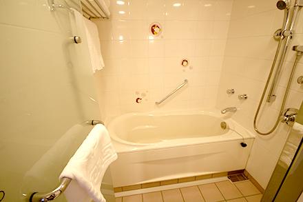 シェラトン・グランデ・トーキョーベイ・ホテル 8階 トレジャーズルーム バスルーム