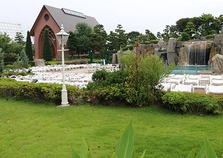 シェラトン・グランデ・トーキョーベイ・ホテル キレイな緑の芝生