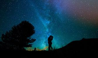 夜空に輝く星に名前を付けてプレゼント!