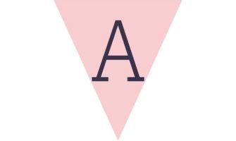 アルファベット(淡いピンク地に紺色の文字)のフラッグ