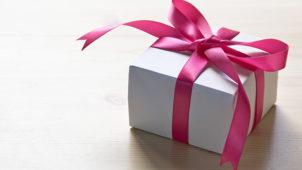 玄関あけたら巨大プレゼント箱が置かれている!誕生日サプライズ