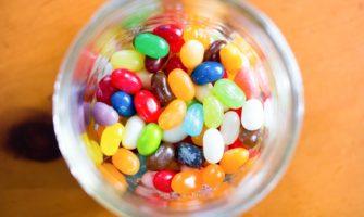 キャンディーボトルの中に1つだけサプライズ!