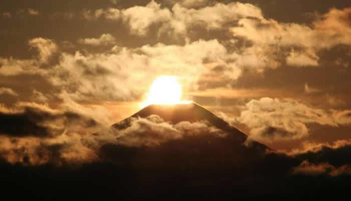高尾山から見えるダイヤモンド富士