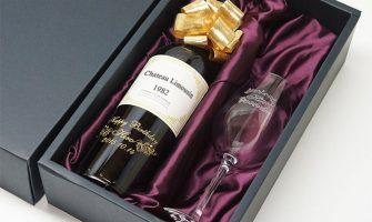 メッセージ彫刻入りの年号ワインで誕生日サプライズ
