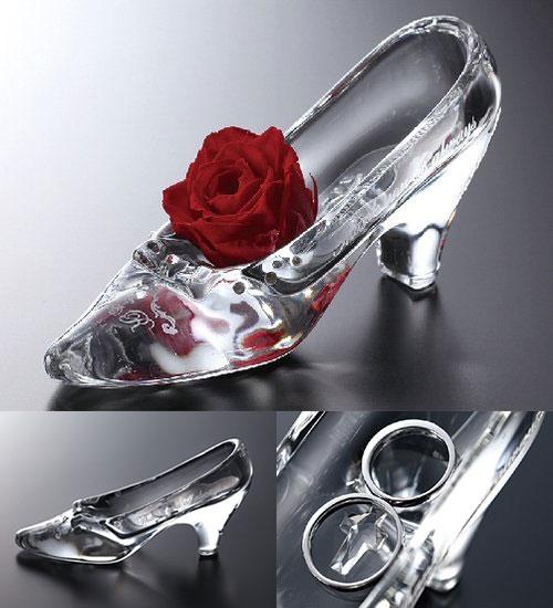 リングピローに使えるガラスの靴のプロポーズプレゼント
