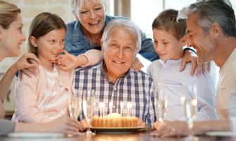 還暦祝い、おじいちゃん・おばあちゃんの誕生日祝いに喜ばれるプレゼント