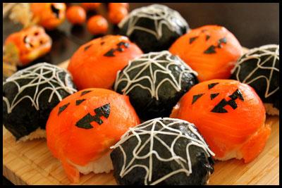 オレンジと黒のコントラストがキレイ!「ハロウィン手毬寿司」