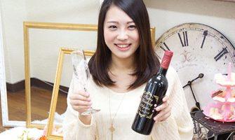 20歳の誕生日に贈りたい! 彫刻&スワロデコが素敵な生まれ年の年号ワインでサプライズ