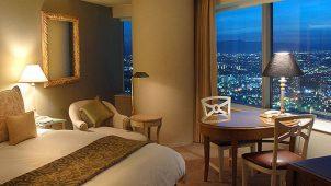 夜景が見えるホテルの最上階をサプライズでリザーブしよう!