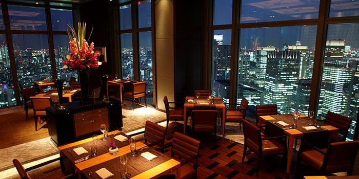 夜景が綺麗なレストラン