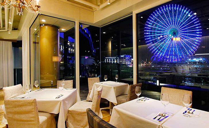 神奈川県・みなとみらい/イタリアン 24/7restaurant(トゥエンティフォーセブンレストラン)の店内・夜景