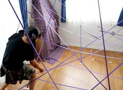 蜘蛛の巣通り抜けゲーム