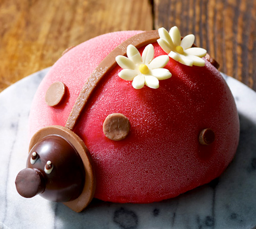 幸せを呼ぶ、てんとう虫のアイスケーキ「コクシネル」