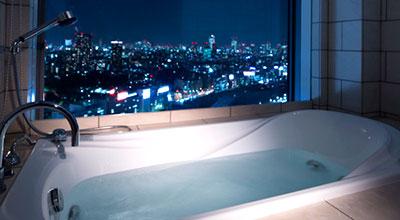浴室で夜景が望めるルーム