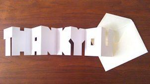 折り畳んで開くと「THANK YOU」の文字になるメッセージカード