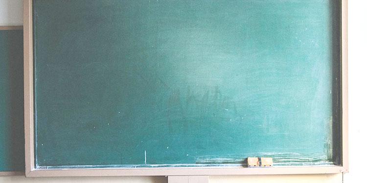 教室の黒板を使ったサプライズ