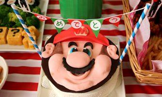 マリオをテーマにした誕生日パーテーを演出するためにマリオケーキを注文してみました。