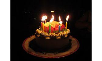 バースデーケーキ(ローソク付き)の写真