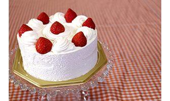 苺のバースデーケーキ(斜め上から撮影)