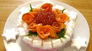 ごはんで作るバラの寿司ケーキ