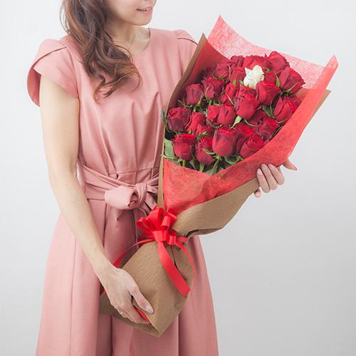 【メッセージローズ】赤バラ33本の生花花束 -生まれ変わっても愛するの意味を込めた-