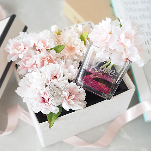 ホワイトデー・誕生日・記念日の桜のボックスアレンジメント