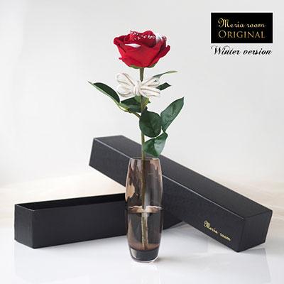 1本の赤いバラに思いを込めてプレゼントできる「メッセージフラワー」