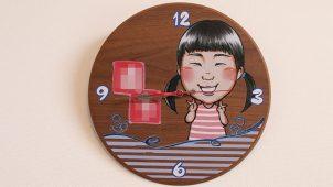 似顔絵オーダー時計 壁に設置したイメージ