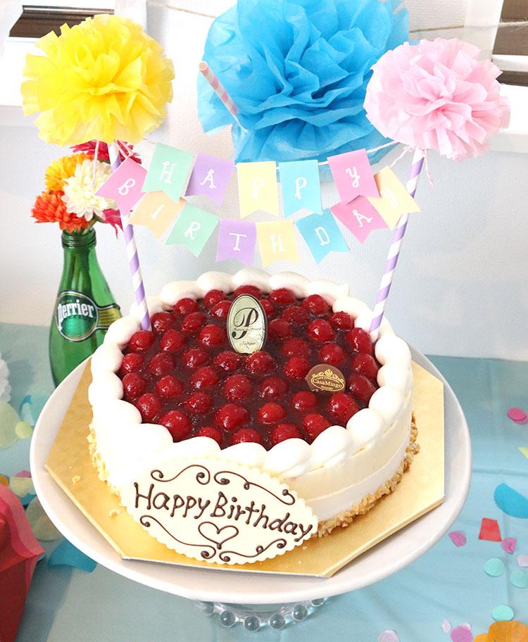 バースデーケーキ 木苺のチーズケーキ カサミンゴー ケーキバンティング パステル