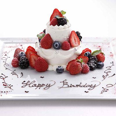 エグリーズ ドゥ 葉山庵 2段重ねの誕生日ケーキ