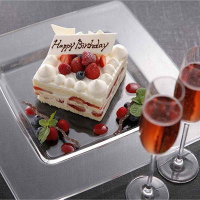 グリル&ワイン「タロンガ」の誕生日ケーキ