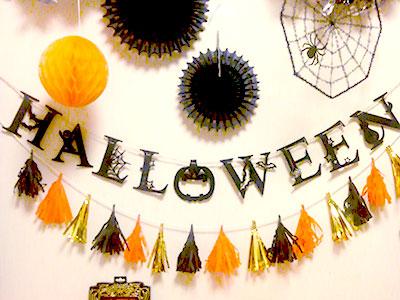 「HALLOWEEN」ロゴのガーランド ハロウィンコーディネート 100均
