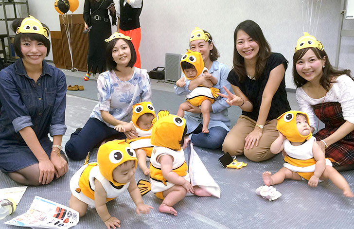 ニモのコスチュームの赤ちゃんグループ 湾岸キッズ ハロウィンパーティーイベント