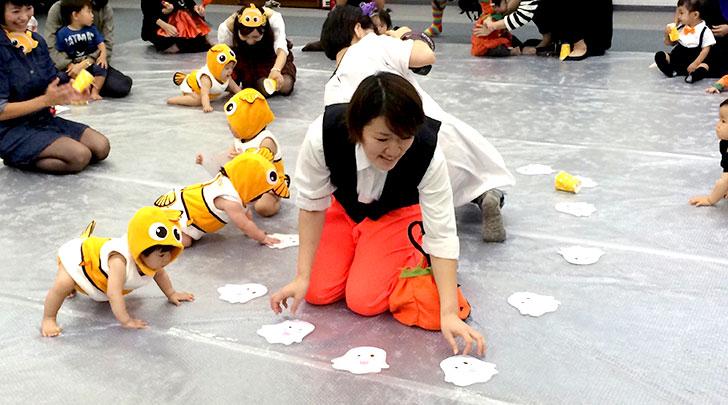0歳児のハイハイゲーム 湾岸キッズ ハロウィンパーティーイベント