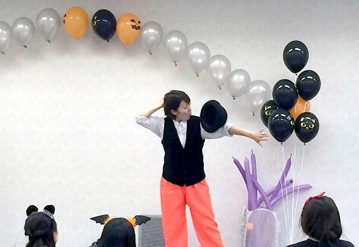 パフォーマーemiさんによるパフォーマンスタイム 湾岸キッズ ハロウィンパーティーイベント