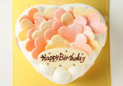 ハートがいっぱいな可愛いケーキ!「ハートデコレーション」 5号サイズの誕生日ケーキ