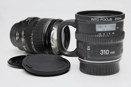カメラのレンズにそっくりなマグカップ『Into Focus Mug』 3000円以内のプレゼント