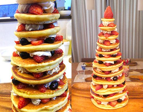 てっぺんに苺を刺す パンケーキタワーの作り方