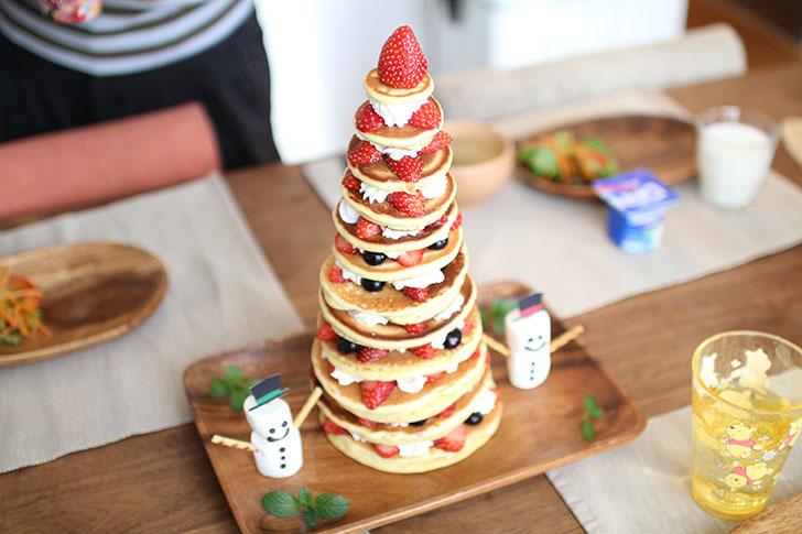 パンケーキタワーを手作りする誕生日サプライズ