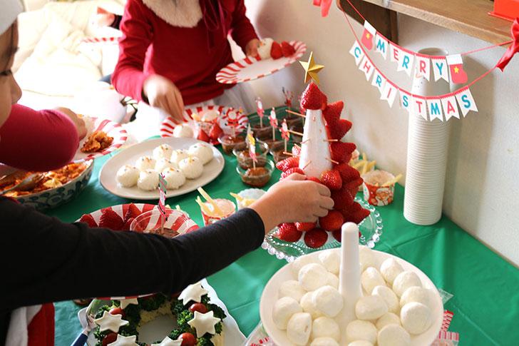 クリスマスパーティーで実際にいちごタワーを作った時の様子