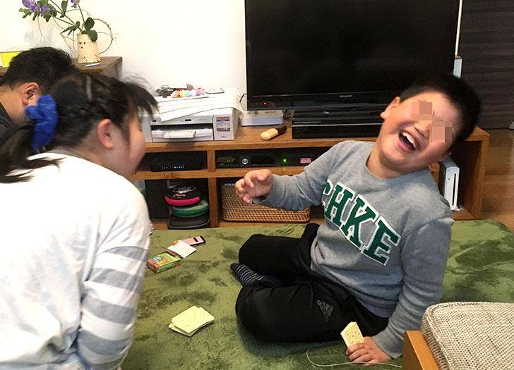 ナンジャモンジャで遊んで大爆笑する子供たち
