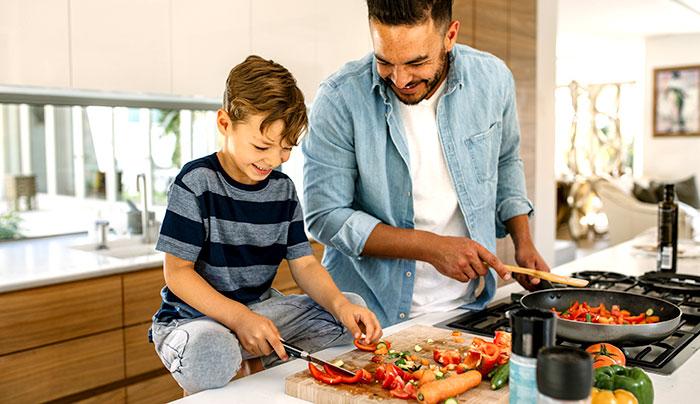 パパと子供で美味しい手料理を作る