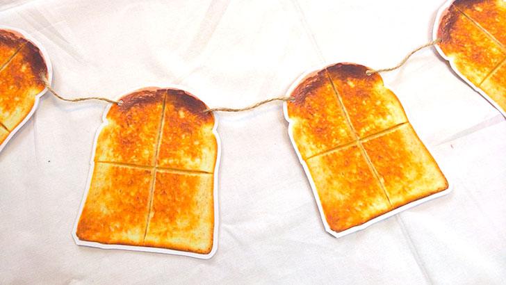 トーストのガーランド