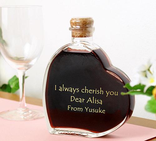 可愛いハート型のボトルに入ったワイン